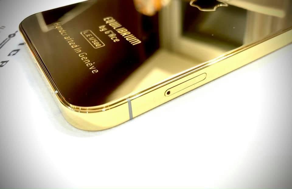 Ngắm iPhone 12 mạ vàng đầu tiên trên thế giới do công ty Việt Nam thực hiện ảnh 4