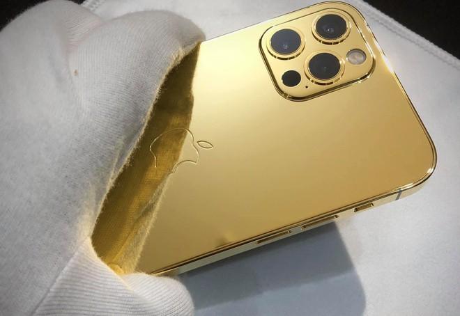 Ngắm iPhone 12 mạ vàng đầu tiên trên thế giới do công ty Việt Nam thực hiện ảnh 7