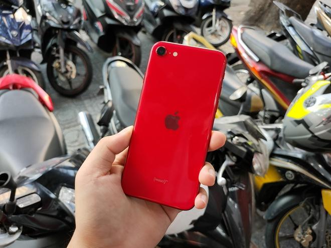 iPhone SE 2020 vua ve Viet Nam da giam gia manh hinh anh 1 afeda0d818aee2f0bbbf.jpg
