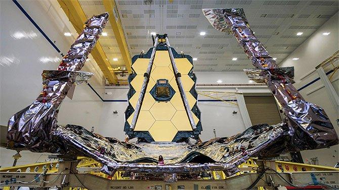 Kính viễn vọng không gian James Webb được ghép hoàn chỉnh tại California.