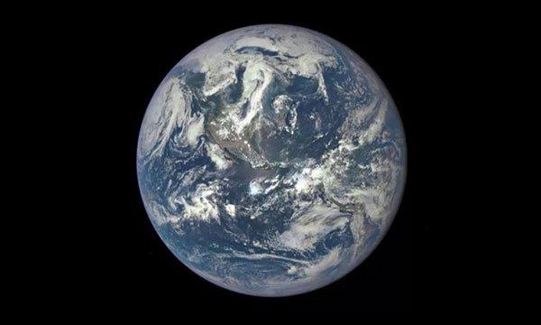 Trái Đất nhìn từ Vệ tinh Quan sát Khí hậu Deep Space