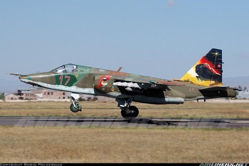 Azerbaijan tuyen bo ban roi 2 may bay Su-25 Armenia chi trong... 2 phut