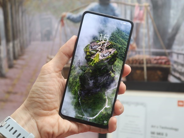 Xiaomi Mi MIX 3 mở bán tại Việt Nam, giá 12,99 triệu đồng