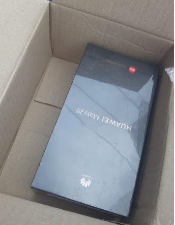 """Lazada bị """"tố"""" khuyến mãi ảo, không chịu trả khách đồng hồ Huawei Watch 2 6Gb trị giá 6,4 triệu đồng"""