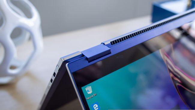 Samsung ra mắt laptop dùng màn hình QLED, sạc smartphone bằng touchpad ảnh 5