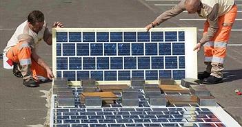 Dầu rẻ giúp Pháp triển khai xây đường với các tấm năng lượng mặt trời