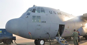 Cận cảnh máy bay vận tải chuyên dụng C-130 Hercules của Không lực Mỹ thăm Đà Nẵng