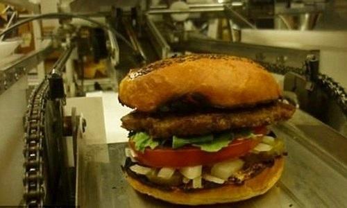 Robot làm 1 giờ được 400 chiếc bánh mì kẹp thịt