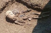 Phát hiện hài cốt cổ xưa của bé trai có hộp sọ ngoài hành tinh