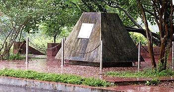 """Bí mật lá thư """"chôn"""" trong khối bê tông 10 tấn gửi hậu thế ở Thủy điện Hòa Bình"""