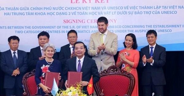 Thành lập hai Trung tâm dạng 2 về Toán học và Vật lý tại Việt Nam