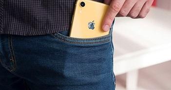 Có nên để iPhone và điện thoại Samsung vào túi quần không?
