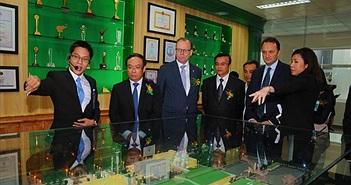 """Carlsberg Việt Nam """"khoe"""" dây chuyền công nghệ với tour tham quan nhà máy"""