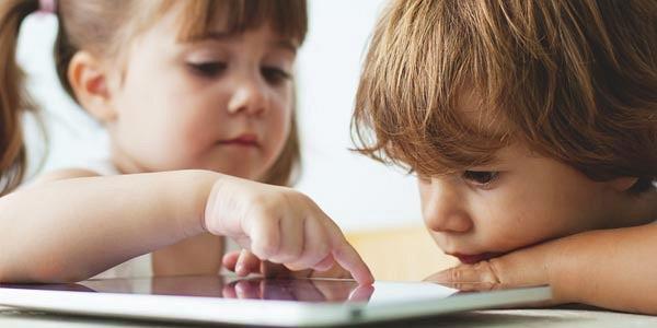 Dùng máy tính bảng tác động tiêu cực tới trẻ