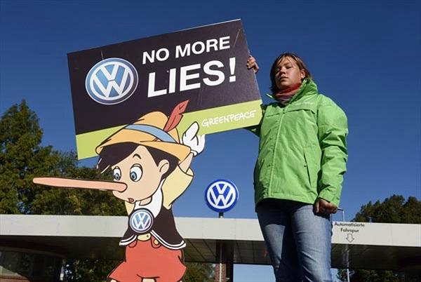 Vụ gian lận khí thải khiến Volkswagen lần đầu thua lỗ sau 15 năm