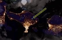 Những vệt sáng lóe lên trên miệng núi lửa phun trào ở Bali