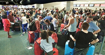 Hệ thống máy tính kiểm tra hộ chiếu của hàng loạt sân bay Mỹ gặp trục trặc trong suốt hai tiếng đồng hồ
