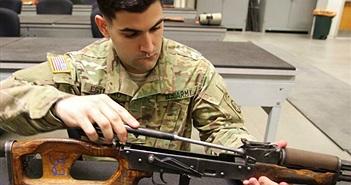 Quân đội Mỹ huấn luyện dùng súng AK-47 để làm gì?