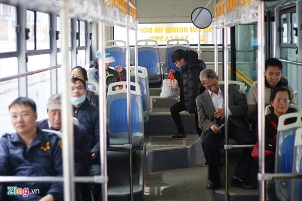 380.000 lượt khách đi buýt nhanh miễn phí trong một tháng