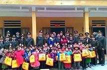 Canon Việt Nam trao quà xuân cho Tiểu học Xín Cái (Hà Giang)