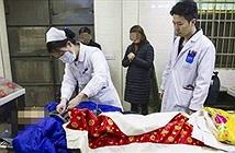 Nhân viên nhà xác hoảng hồn vì xác chết sống dậy