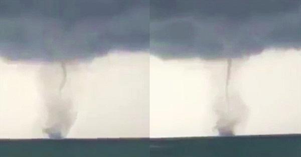 """Video: Xuất hiện vòi rồng """"khủng"""" trên biển Phú Quốc"""