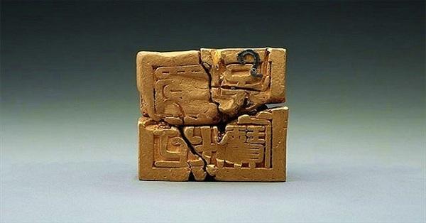 Các nhà khảo cổ phát hiện ấn triện bằng vàng nặng gần 8kg