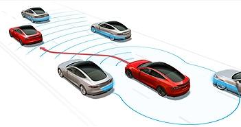 Nghi vấn Model S gặp tai nạn vì lái xe bận... xem phim