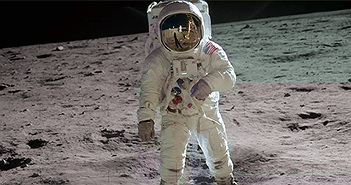 Vì sao con người khó sống trên Mặt trăng và sao Hỏa?