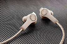 Bang & Olufsen Beoplay E6: tai nghe không dây với khả năng sạc lắp ghép