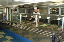 Chuyện bếp núc trên tàu sân bay Mỹ