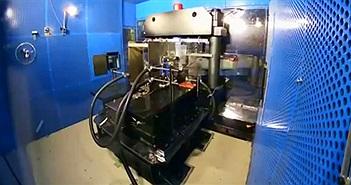 Nhà khoa học mất phòng thí nghiệm vì từ trường mạnh gấp 120.000 lần nam châm nổ tung