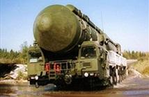 Xem tân binh Nga vận hành hệ thống tên lửa Topol-M