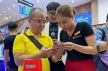 Khách hàng của FPT Shop được đập hộp iPhone XS, XS Max và iPhone XR lúc 0h sáng