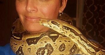 Rùng rợn người phụ nữ bị trăn siết chết, thấy 140 con rắn khác trong nhà