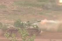 """Kinh ngạc: Xe tăng T-54 Việt Nam """"vừa chạy vừa bắn"""""""