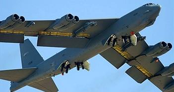 """Tường tận kho vũ khí ngày nay của """"pháo đài bay"""" B-52H"""