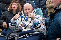 Phi hành gia sống 1 năm trên vũ trụ về Trái đất an toàn