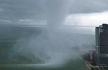 Vòi rồng khổng lồ bất ngờ tấn công bờ biển Tanjung Tokong, Malaysia