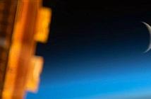 Ấn tượng Mặt trăng hóa lưỡi liềm chụp từ không gian
