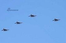Căng thẳng xem Không quân Trung Quốc duyệt binh trên không
