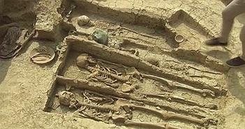 Hài cốt kỵ sĩ trong hầm mộ 1.500 năm tuổi