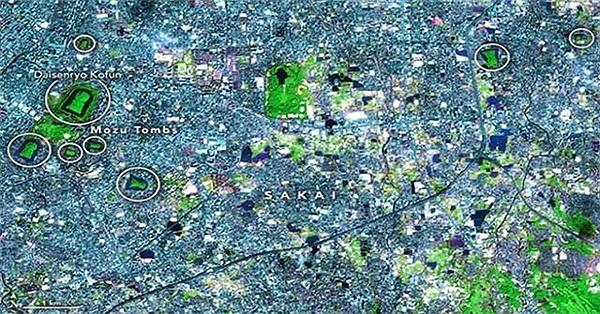 Ngôi mộ cổ lớn nhất Nhật Bản nhìn từ vũ trụ