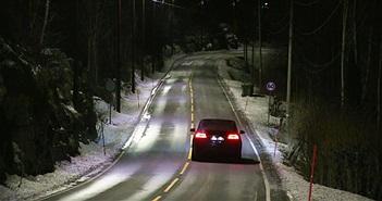 Đèn đường thông minh tự điều chỉnh ánh sáng