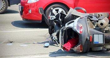 Bị xe bus tông, cô gái thoát chết, nhưng... kết cục rùng mình