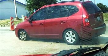 Cách ứng phó khi bị nổ lốp trong lúc lái xe