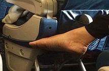 Lý do bạn không nên cởi giày khi ngồi trên máy bay