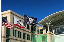 """Vì sao Apple treo cờ """"cướp biển"""" vào ngày Cá tháng Tư?"""