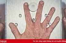 Những kẻ ấu dâm ghê tởm đã bị lôi ra ánh sáng nhờ khám xét bàn tay như thế nào?
