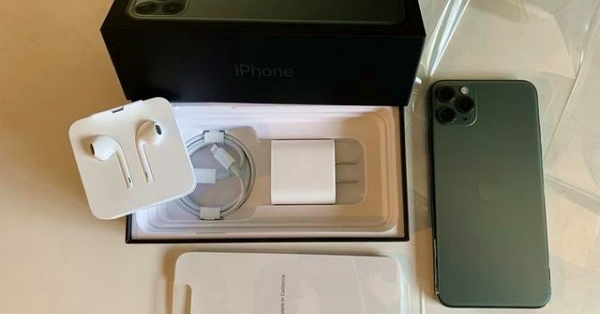 """Video: """"Công nghệ"""" hô biến iPhone 11 Pro Max đã khui thành """"full box"""" siêu nhanh"""